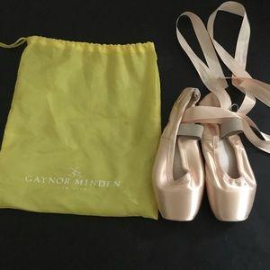 Gaynor Minden Pointe Shoes NWOT